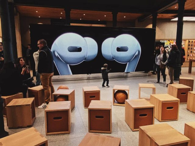 Smart Store Furniture